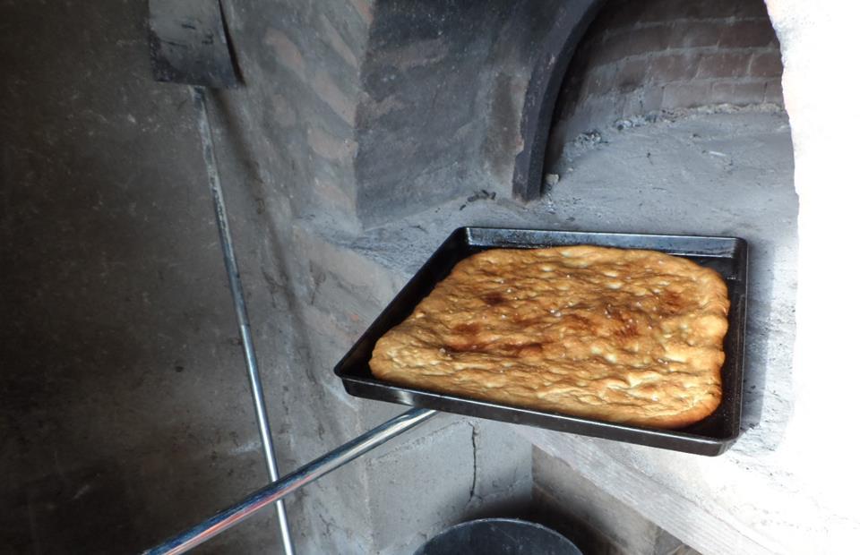 focaccia cotta in forno a legna